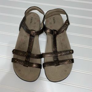 Taos Trophy Sandals Leather Strappy Comfort Bronze